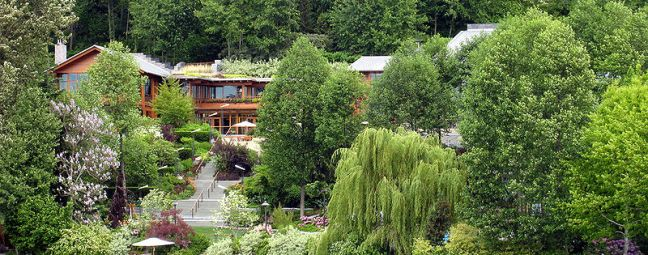 Bill Gates's house photo by jeffwilcox (CC BY 2.0).